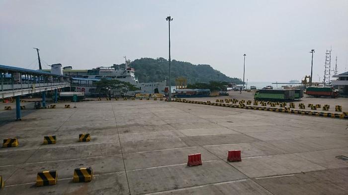 Suasana Pelabuhan Merak di masa PSBB.