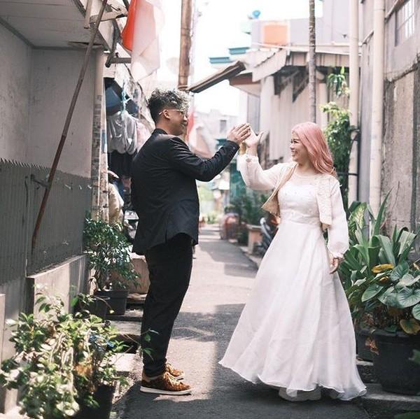 Intip Inspirasi Foto Prewedding di Gang Sempit Roxy yang Viral