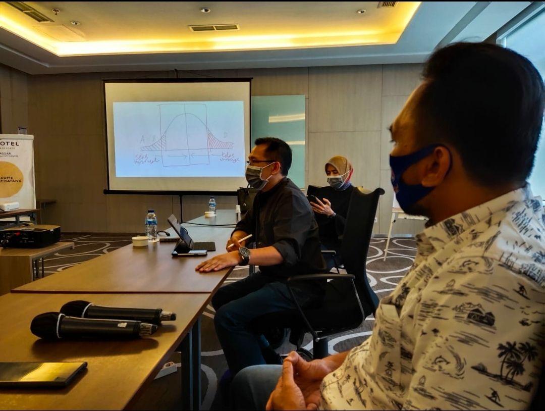 Tim Munafri Ariefuddin (Appi)-Rahman Bando terlibat konflik dengan lembaga survei politik PolMark Indonesia terkait Pilkada Makassar 2020. Tim Appi-Rahman memecat PolMark.