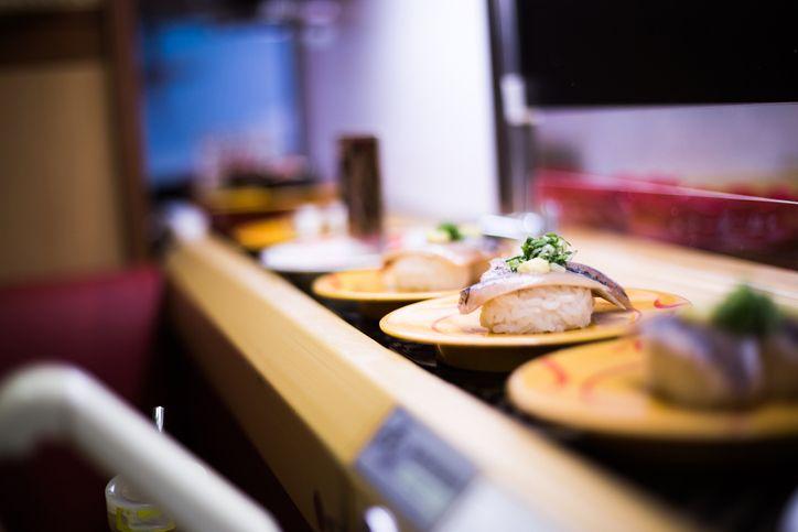 Wanita Kembalikan Bekas Gigitan Sushi ke Conveyor Belt