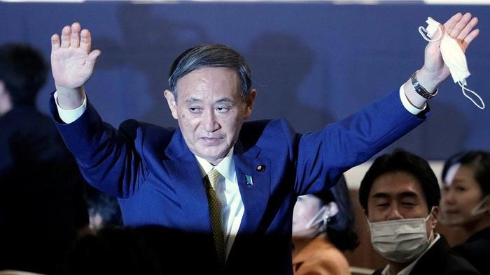 Yoshihide Suga, putra petani yang hampir dipastikan akan menjadi perdana menteri baru Jepang