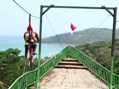 Melihat Wisata Kreatif Bukit Cienong Cisolok Sukabumi