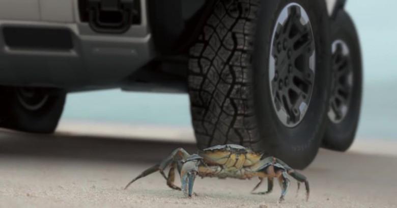 Hummer EV bisa jalan miring seperti kepiting