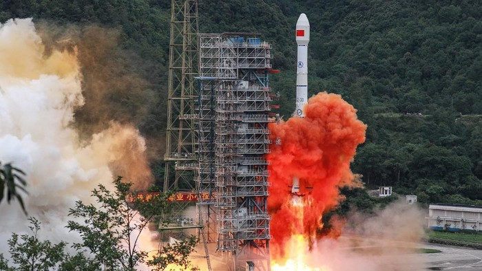 A Long March 3B rocket carrying the Beidou-3GEO3 satellite lifts off from the Xichang Satellite Launch Center in Xichang in Chinas southwestern Sichuan province on June 23, 2020. - China on June 23 launched the final satellite in its homegrown geolocation system designed to rival the US GPS network, marking a major step in its race for market share in the lucrative sector. (Photo by STR / AFP) / China OUT
