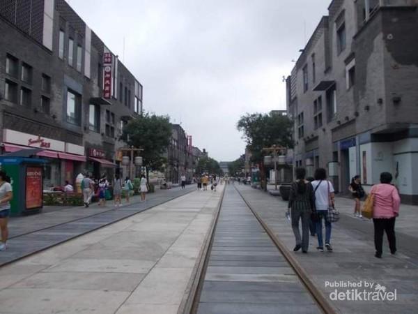 Jalan Qianmen yang bersih dan indah.
