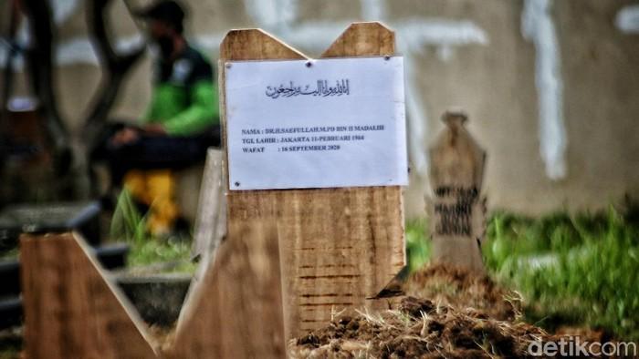 Jenazah Sekda DKI Jakarta Saefullah dimakamkan di makam keluarga di Rorotan, Cilincing, Jakut. Pemakaman akan dilakukan menggunakan protokol COVID-19.