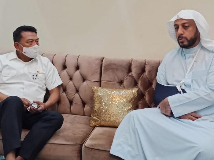 Kepala Staf Kepresidenan Moeldoko menjenguk Syekh Ali Jaber