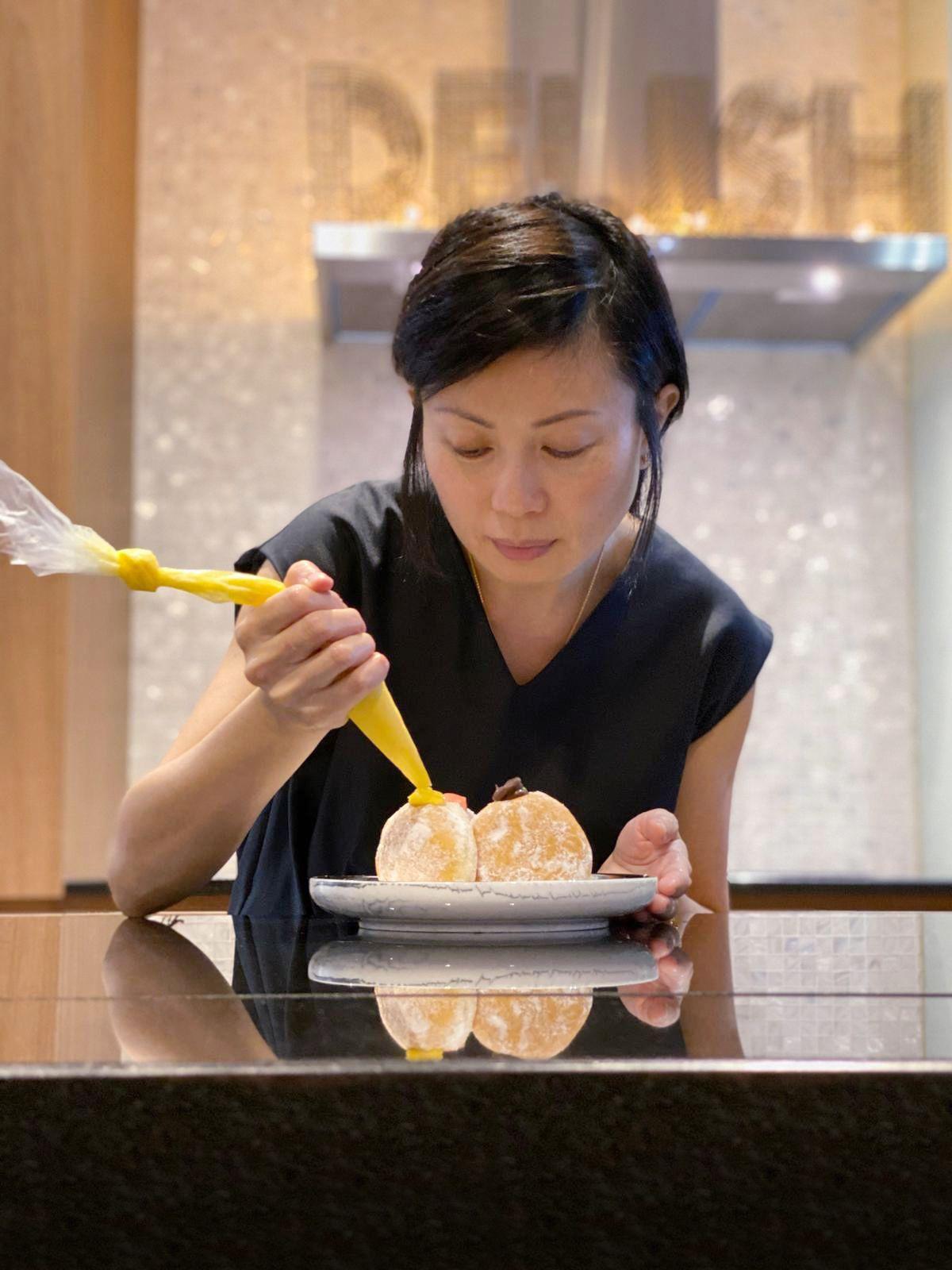 Mantan manager hotel sukses jualan donat durian pengat