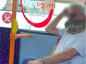 Ekstrem Banget, Pria Ini Pakai Masker Penutup Wajah dari Ular Sungguhan