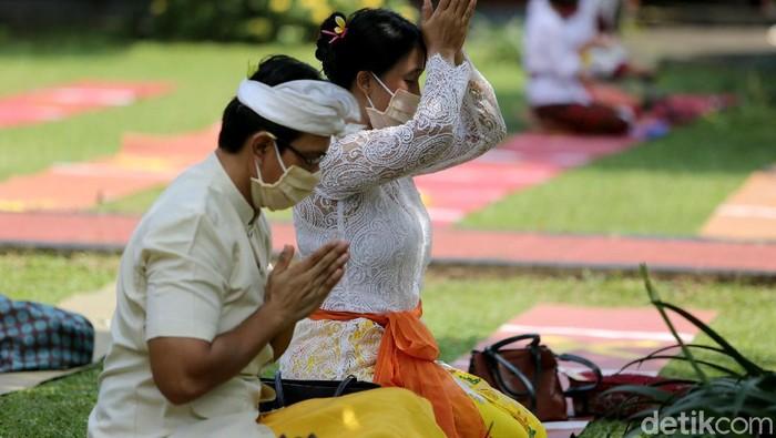Umat Hindu merayakan Hari Raya Galungan hari ini, Rabu (16/9). Perayaan tersebut diselenggarakan dengan tetap menerapkan protokol kesehatan.