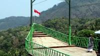 Dikatakan Marwan, lokasi wisata Bukit Cienong bisa menjadi pilihan selain kampung adat Cipta Gelar, Geyser Cisolok, wisata pantai dan lainnya.