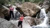 Selain air yang dingin dan deras, air di Curug Barong juga jernis karena air di curug itu diketahui merupakan aliran air dari Sungai Cirangrang.