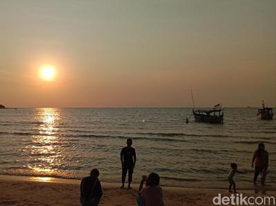 Cantiknya Senja dari Pantai Bandengan