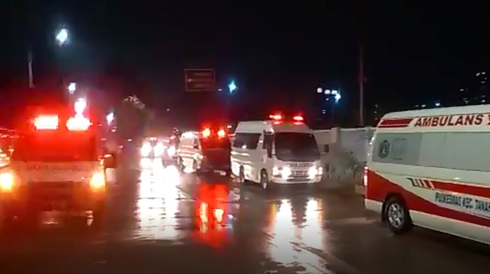 Penampakan Antrean Ambulans Masuk RSD Wisma Atlet Viral