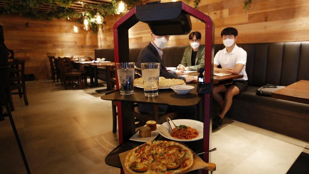 Canggih! Restoran di Korea Selatan Layani Pelanggan Dengan Robot