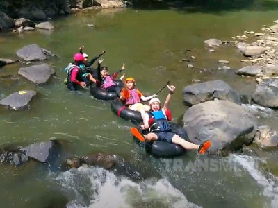 Celebrity on Vacation: Cobain River Tubing di Ciwidey