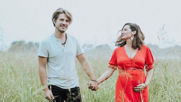 Taylor Hanson dan Natalie Hanson.