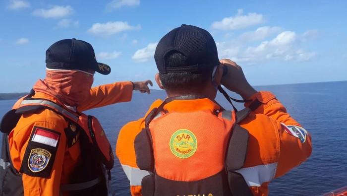 Tim SAR menuju lokasi kebakaran kapal di perairan Buton Selatan
