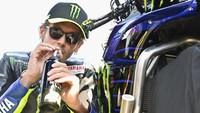 Video Valentino Rossi Gabung Petronas Yamaha