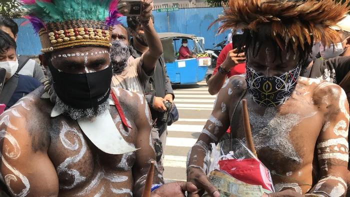 Sejumlah masyarakat Papua mengaku sudah melunasi tagihan beasiswa Veronica Koman, Rabu (16/9/2020).