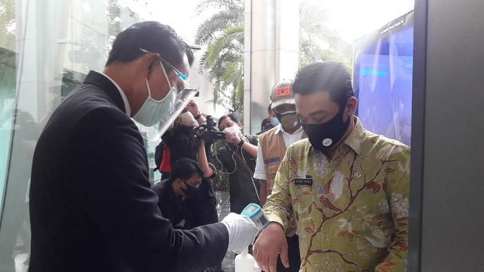 Wagub DKI Ahmad Riza Patria sidak protokol kesehatan di Wisma Mulia, Jakarta Selatan, Kamis (17/9/2020).