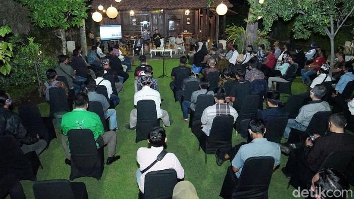 Bupati Banyuwangi Abdullah Azwar Anas mengajak Kelompok Sadar Wisata (Pokdarwis) tetap optimis dan kreatif. Meski saat ini masih pandemi COVID-19.