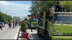 Viral Demo Ricuh Diwarnai Aksi Lempar Batu di Depan Rujab Bupati Barru
