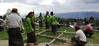 Cara mainnya sederhana yaitu dengan melompat dengan mengikuti irama ketukan bambu.