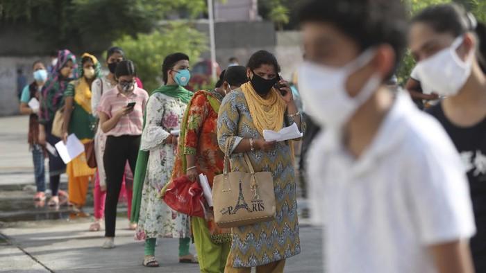 India melaporkan rekor lonjakan kasus infeksi virus Corona harian sebanyak 97.894 kasus dalam 24 jam terakhir.