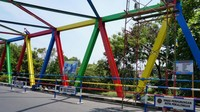 Pengecatan warna-warni dilakukan agar jembatan nampak bersih dan cantik. Di wilayah Kota Pekalongan sendiri terdapat 103 jembatan yang saat ini masih dalam proses pemeliharaan bertahap.