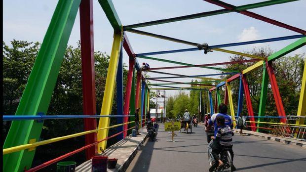 Jembatan Gambaran, jembatan berwarna-warni