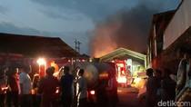 Kebakaran di Pabrik Spons Sukoharjo Berhasil Dipadamkan