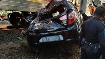 Tabrakan KRL vs Mobil Terjadi di Perlintasan TPU Tanah Kusir
