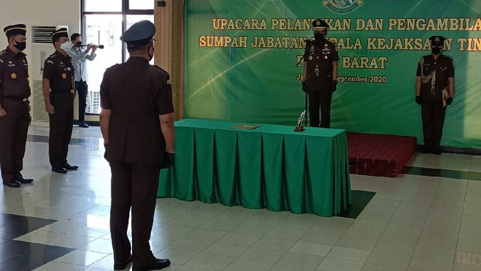 Kepala Kejaksaan Tinggi Papua Barat, Wilhelmus Lingitubun. (Dokumentasi Kejagung)
