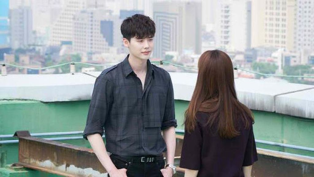 Sinopsis W-Two Worlds Episode 10