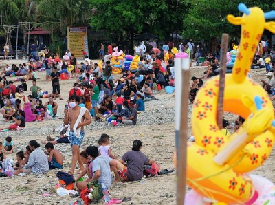 Pantai Sanur Bali Ramai Wisatawan Banget