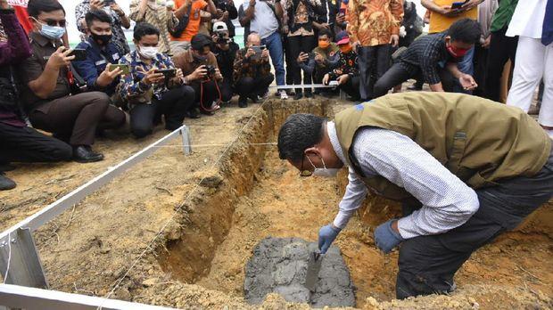 Gubernur Sulsel Nurdin Abdullah meletakkan batu pertama untuk pembangunan hunian tetap bagi korban banjir bandang Luwu Utara, Kamis (17/9/2020).