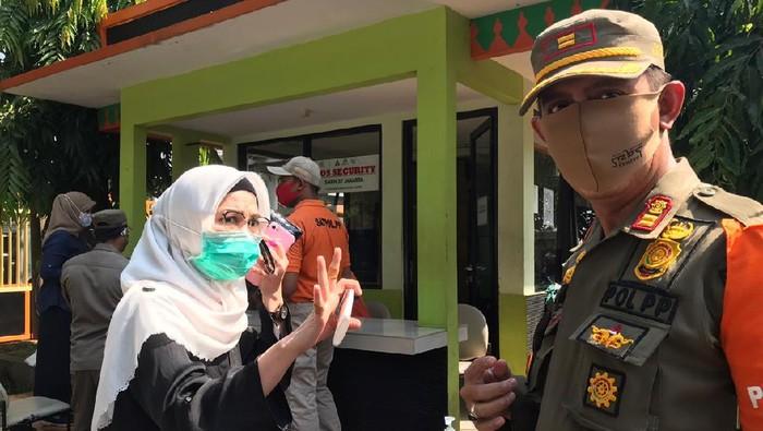 Operasi yustisi di Jl Warung Jati, Pasar Minggu, Jaksel.