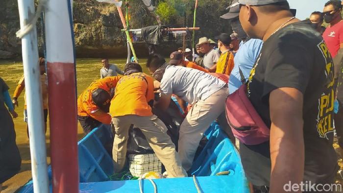 pemancing tewas tersapu ombak