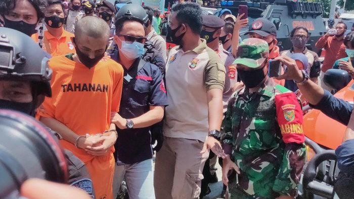 Penusuk Syekh Ali Jaber menjalani proses rekonstruksi.