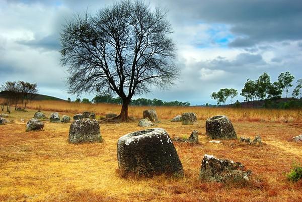 Kalau kata legenda penduduk setempat, Plain of Jars adalah tempat para raksasa dahulunya mengaduk anggur. (iStock)