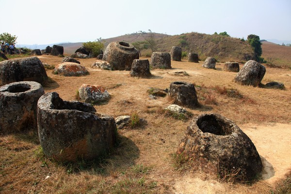 Kawasan ini dibagi menjadi 90 lokasi arkeologi. Di satu lokasi bisa terdapat sampai 400 toples. Tingginya pun bervariasi, mulai dari 1-3 meter. (iStock)