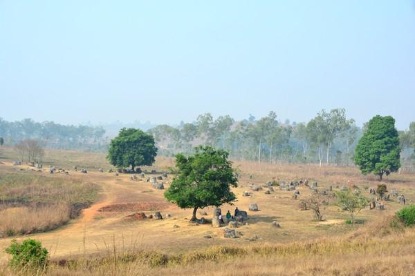 Kata para arkeolog, bahwa Plain of Jars adalah makam purbakala. Tim arkeolog yang dipimpin Dr Dougald OReilly dari Australian National University memperkirakan tulang-belulang tersebut berusia 2.500 tahun. (iStock)