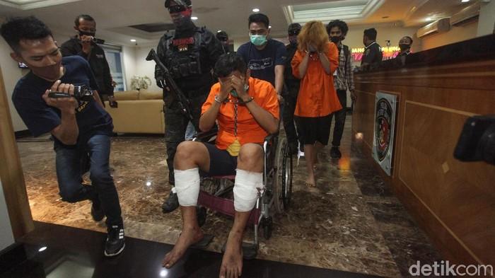 Polisi telah menangkap dua pelaku mutilasi di Apartemen Kalibata City. Keduanya adalah Djumadil Al Fajri dan Laeli Atik Supriyatin yang merupakan pasangan kekasih.