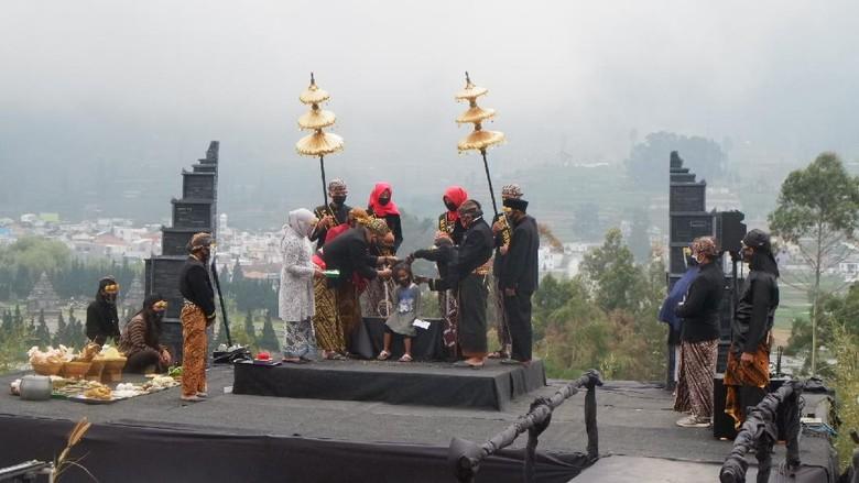 Ritual Cukur Rambut Gimbal Dieng