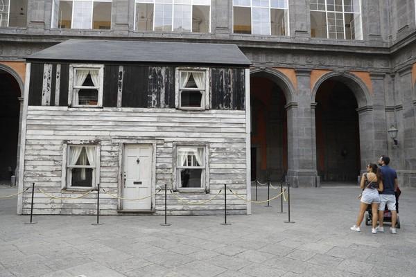 Rumah tersebut kembali dipamerkan ke umum ketika saat ini ketegangan ras di AS kembali meningkat.