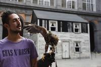 Keponakan Rosa Parks, menyelamatkan puing-puing dan kayu rumah lantai dua itu sebelum dibongkar pada tahun 2008.