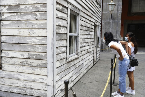 Banyak pengunjung yang akhirnya tertarik dengan melihat dan mencari tahu sejarah dari rumah tersebut.
