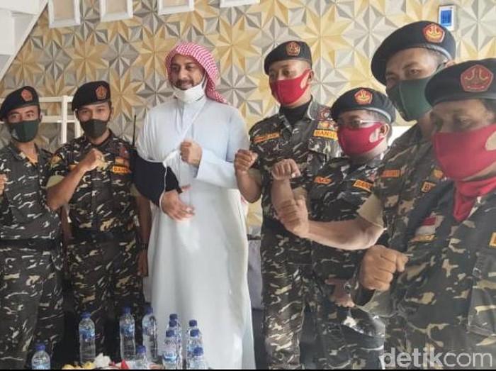 Syekh Ali Jaber Dikawal 10 Anggota Banser saat Berdakwah di Jember