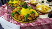 Selain memperkenalkan tari Kuda Lumping, para penari juga membawakan Tari Merak. Tidak lupa, suguhan Nasi Tumpeng disajikan untuk melengkapi pengalaman akan ragam budaya dan kuliner Indonesia.